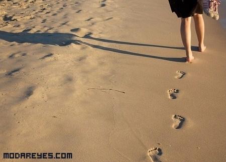 Ponte en forma caminando por la playa
