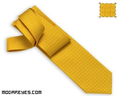 combinar corbatas en color amarillo