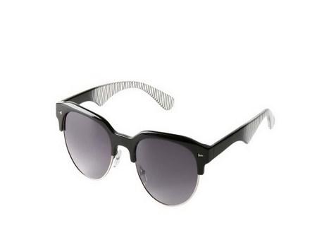 gafas con patillas rayadas
