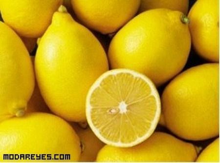Eliminar manchas amarillas de las uñas
