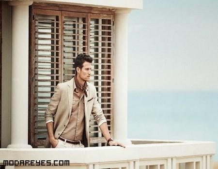chaquetas y camisas color arena