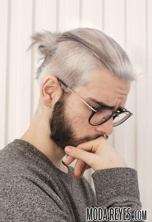 cabello gris con barba