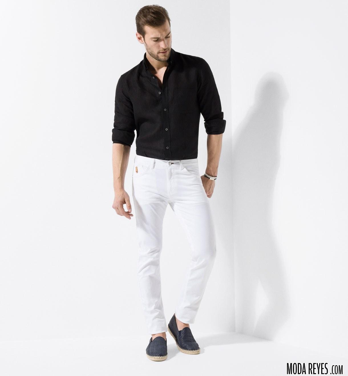 pantalón blanco con camisa negra